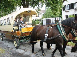 100-schloesser-route-planwagen